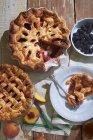 Pesca e berry torte — Foto stock