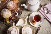 Післяобідній чай з тістечками — стокове фото