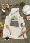 Различные ингредиенты и кухонная утварь — стоковое фото