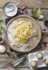 Pasta tagliatelle fresca sin cocer - foto de stock