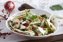 Зимний салат с цикорием — стоковое фото