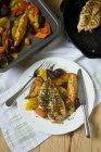 Petto di pollo alla griglia e verdure al forno — Foto stock