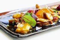 Insalata di mare con polpo e barbabietola — Foto stock