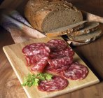 Cena con pan oscuro - foto de stock