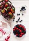 Bacche fresche e uva — Foto stock