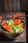 Лапша с овощами и омаров — стоковое фото