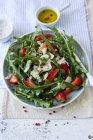 Ракета салат з полуницею — стокове фото