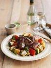 Schnell gebratenes Lamm mit Zucchini — Stockfoto