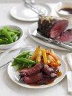 Tagliata di manzo arrosto con verdure — Foto stock