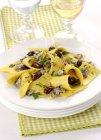 Stracci pasta fresca con acciughe — Foto stock