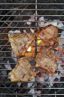 Bistecche di agnello sul barbecue — Foto stock
