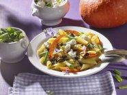 Паста Пенне с тыквой и брынзы — стоковое фото