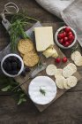 Piatto di formaggio con sesamo — Foto stock