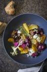 Rote-Bete-Salat mit Walnüssen — Stockfoto