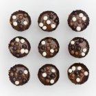 Truffes au chocolat avec des boules — Photo de stock