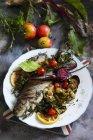 Verdure e trota alla griglia — Foto stock
