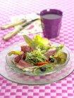 Салат с утиной грудкой — стоковое фото