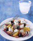 Feta con insalata di arancia e olive nere — Foto stock