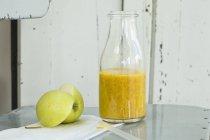 Mango and orange smoothie — Stock Photo