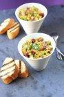 Салат из свеклы и орех — стоковое фото