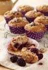 BlackBerry e miele muffin di avena — Foto stock