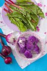 Feuilles de betterave à l'oignon rouge — Photo de stock