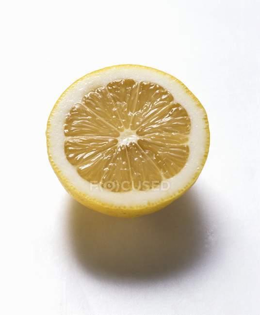 Leckere Zitrone die Hälfte — Stockfoto