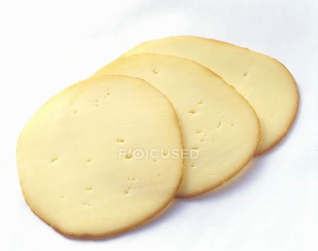 Три ломтика сыра — стоковое фото