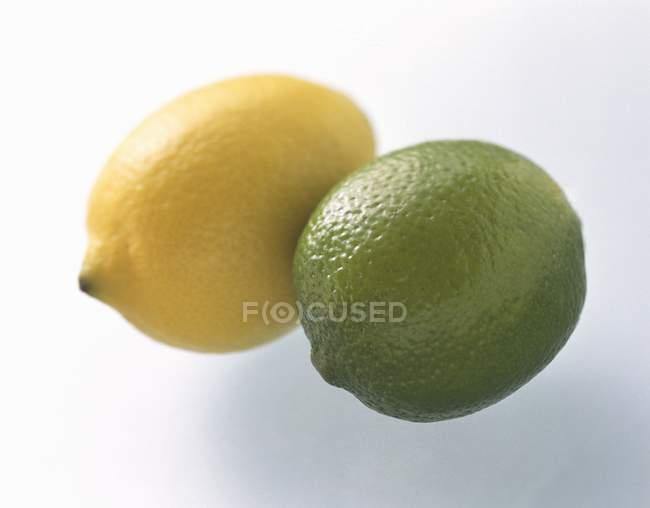 Frische Limette und Zitrone — Stockfoto