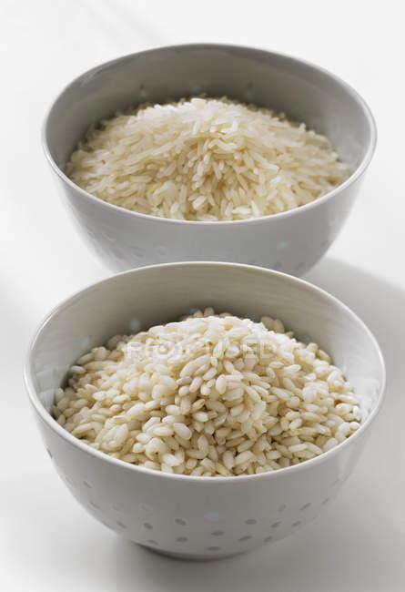 Lange und kurze Reiskörner — Stockfoto
