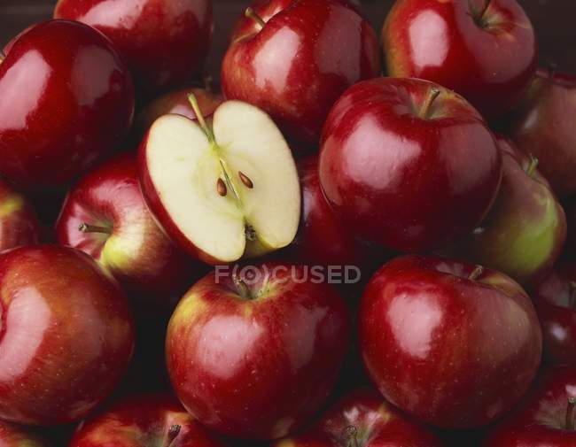 Whole Red Apples — Stock Photo