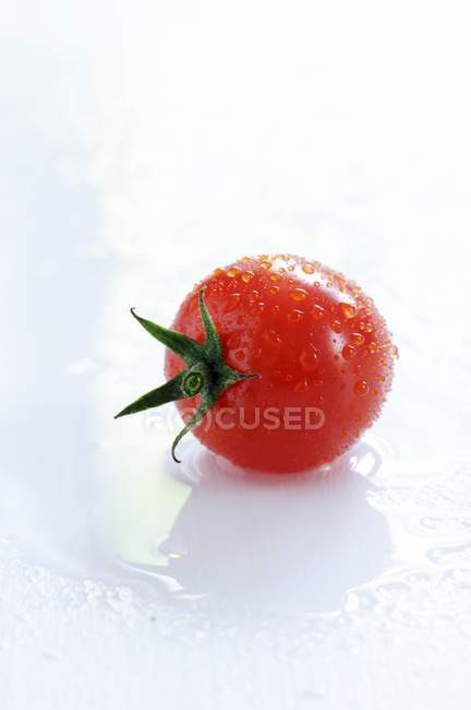 Fresh ripe red tomato — Stock Photo