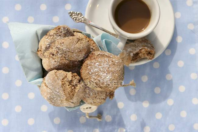 Almond biscuits with espresso — Stock Photo