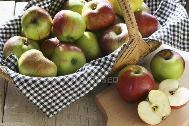 Basket of organic apples — Stock Photo