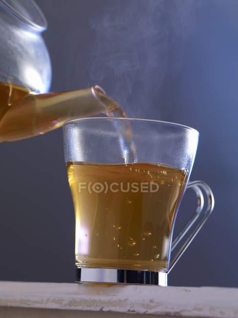 Hot tea poured poured glass — Stock Photo