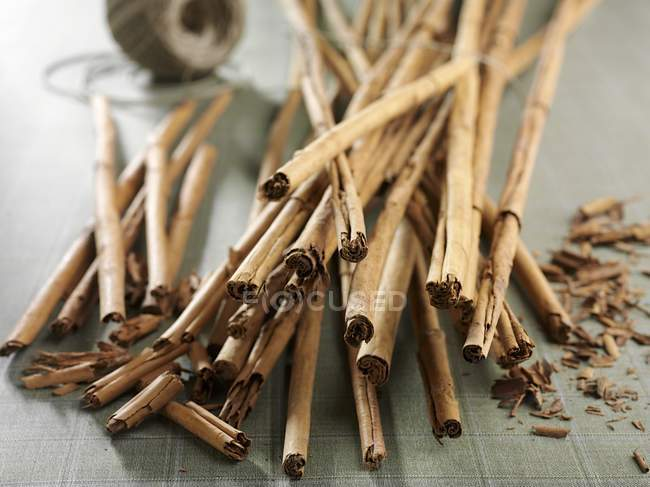 Cinnamon sticks on the table — Stock Photo