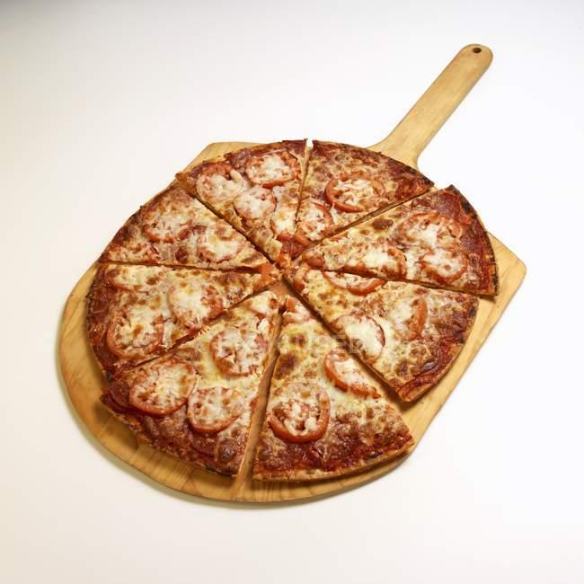 Pizza de tomate fresco - foto de stock