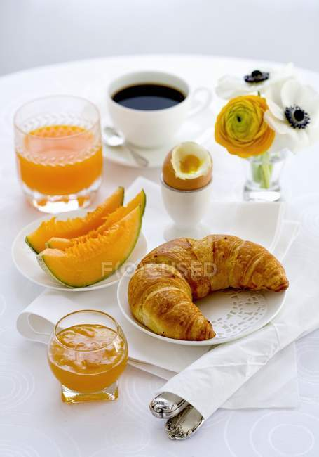 Breakfast with croissant and egg — Stock Photo