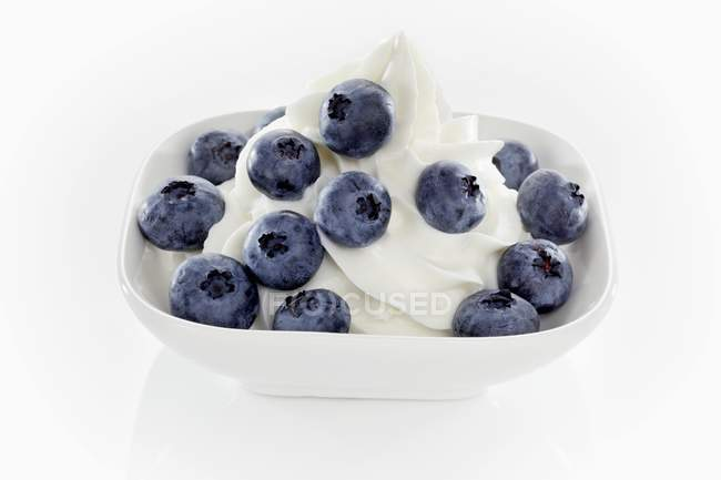 Ice cream with blueberries — Stock Photo