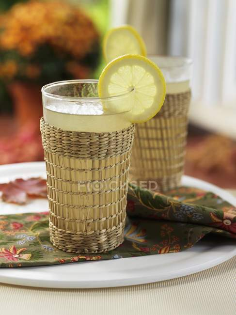 Zwei Gläser Lemon Gerste — Stockfoto
