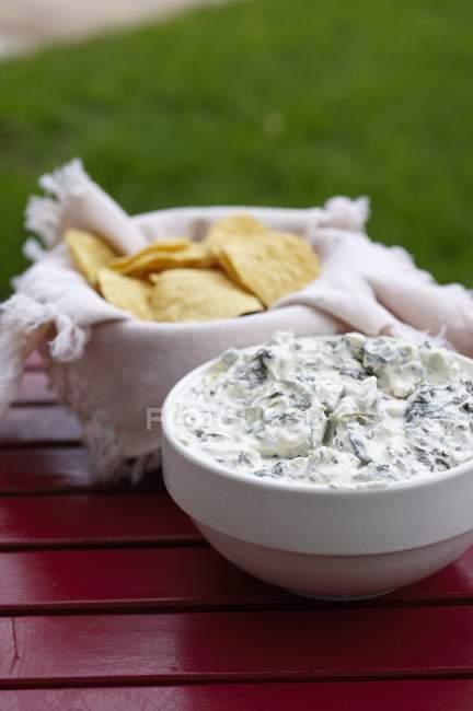 Chip e Dip carciofo — Foto stock