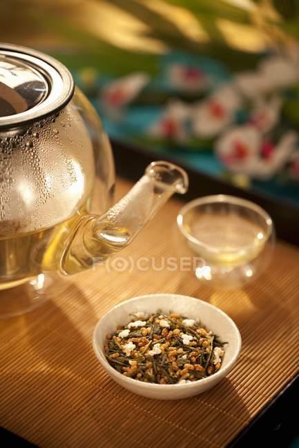 Thé japonais dans un bol — Photo de stock