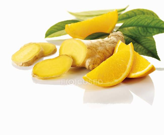 Ginger and slices of orange — Stock Photo
