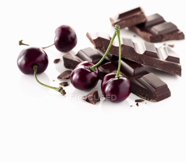 Свіжі стиглої вишні і шоколаду — стокове фото
