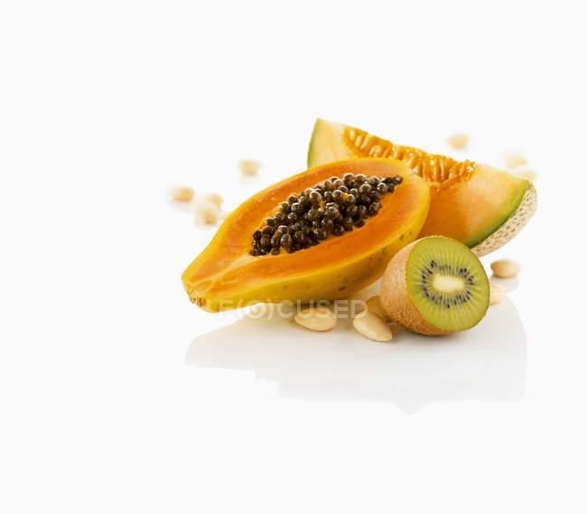 Fruits exotiques et noix — Photo de stock