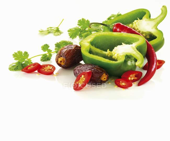 Green pepper with red chili peppers — Stock Photo