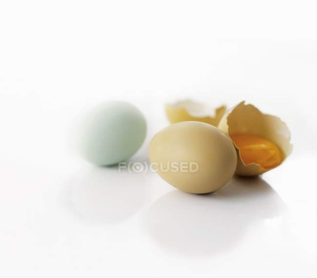Три кур яйца — стоковое фото