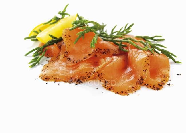 Rodajas de salmón ahumado - foto de stock