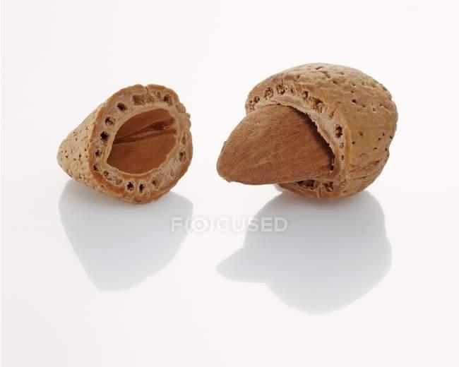Сырой миндаль трещины — стоковое фото