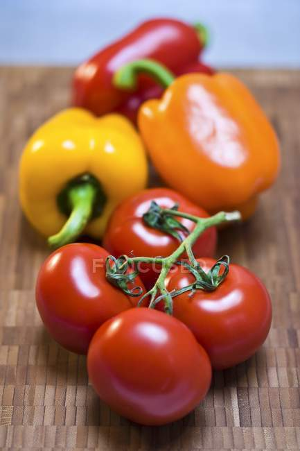 Assorted Tomatoes and Bell Peppers — Stock Photo